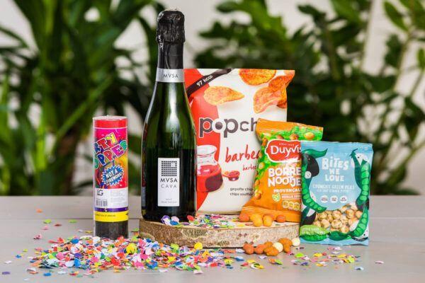 proostbox-cheers-borrelbox-borrelpakket-feestpakket-proostpakket-online-event-borrel-felicitatie-online-nieuwjaarsreceptie-nieuwjaarreceptie-nieuwjaarsborrel-nieuwjaar