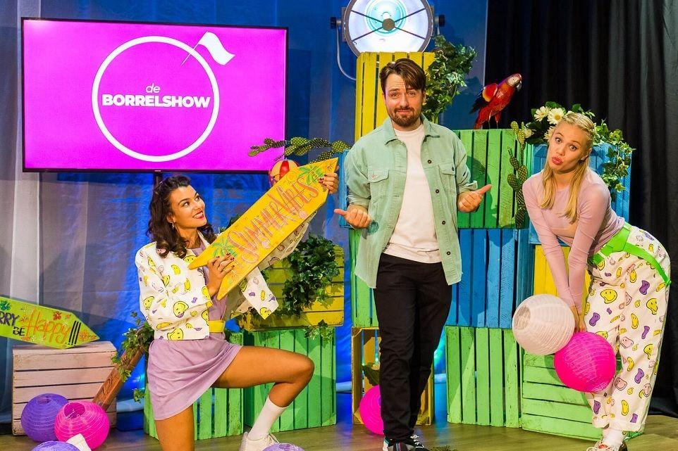 de-borrelshow-bedrijfsborrelshow-kerstborrel-kerstshow-borrel-bingo-karaoke-quiz-show-event-at-home-box