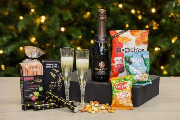 nieuwjaars- en eindejaarsboxen-speciale-momenten-boxen-Online-nieuwjaarsreceptie-nieuwjaarsbijeenkomst-newyearkickoff-Nieuwjaar-en-EindejaarsBoxen-Proostbox-bubblebox-Champagnebox-champagnepakket-online-nieuwjaar-proostbox-lets-party-box-pakket-bubbles-feestbox-borrelpakket-cavapakket-proseccopakket