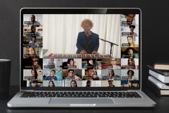 online-muzikale-bingo-laptop-muziekbingo-teamuitje-teamactiviteit