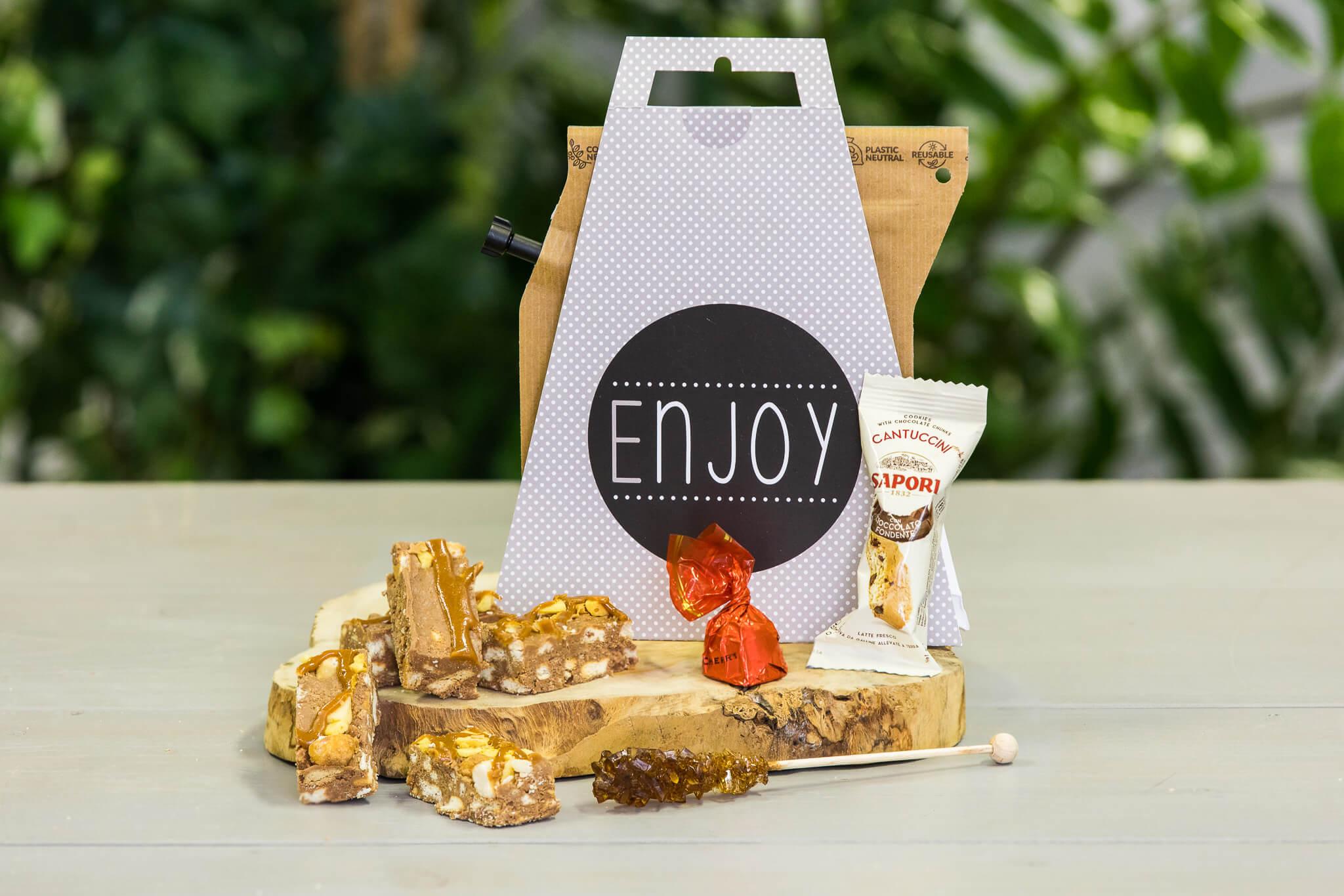 koffie-box-met-lekkers-pastry-gebak-koek-koffiebox-koffiepakket-per-post-versturen-bestellen