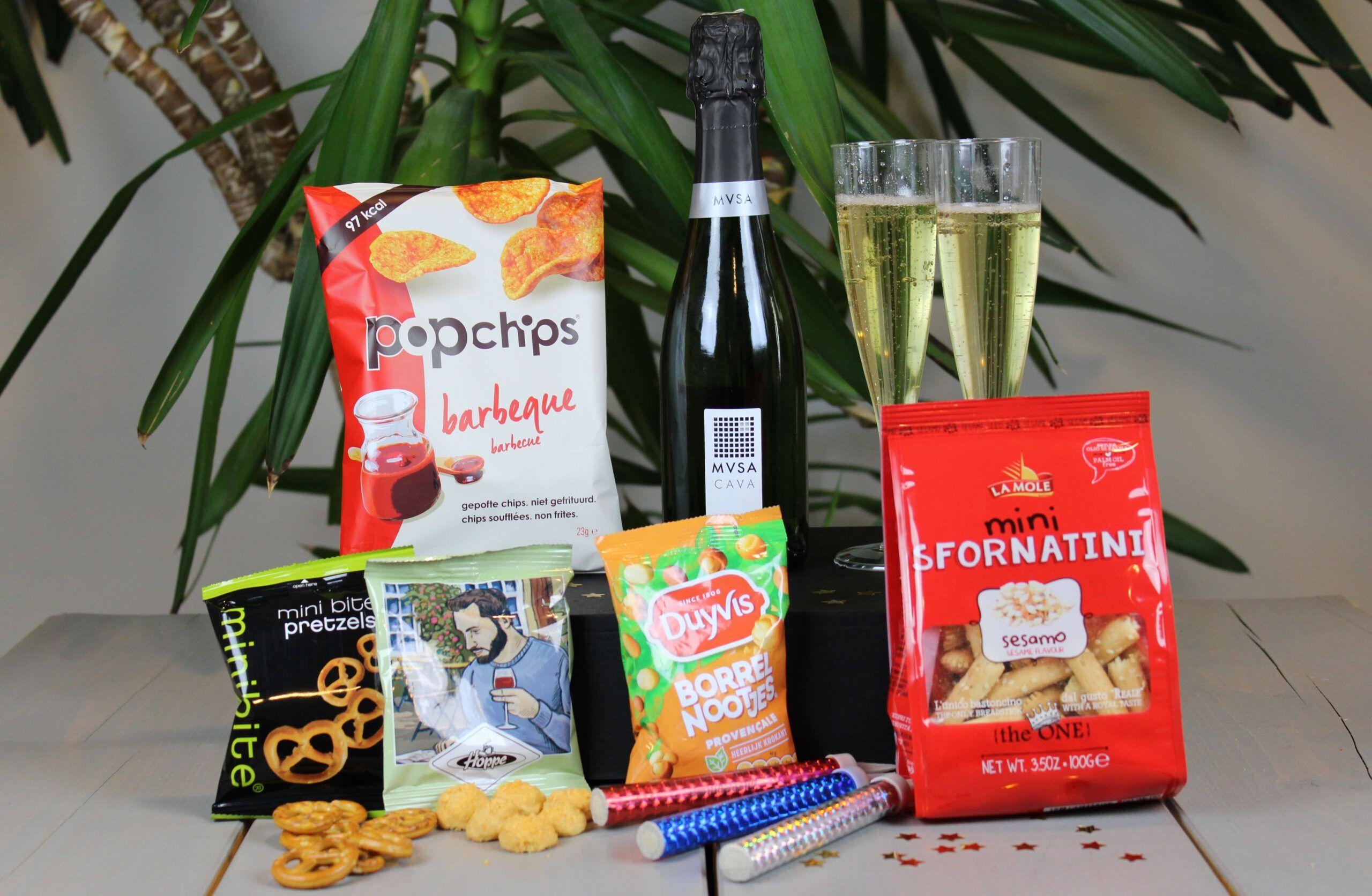 Lets-party-proostbox-2persoons-online-nieuwjaarsborrelbox-2-nieuwjaarsreceptie-borrelbox-proseccobox-prosecco-piccolo-online-event-proostbox-cheersbox-champagnebox-bubbelsbox