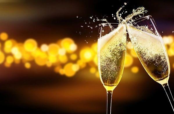 online-nieuwjaarsborrelbox-nieuwjaarsborrel-nieuwjaarsreceptie-borrelbox-proseccobox-prosecco-piccolo-online-event-proostbox-cheersbox-champagnebox-bubbelsbox