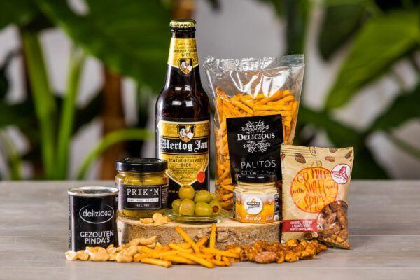luxe-borrelboxen-en-pakketten-luxe-tapas-borrelbox-met-bier-borrelpakket-online-event-geschenk-bierpakket