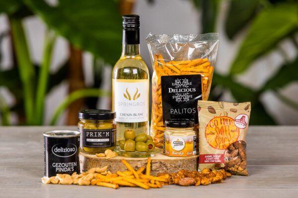 luxe-tapas-borrelbox-met-wijn-borrelpakket-online-event-geschenk-wijnpakket