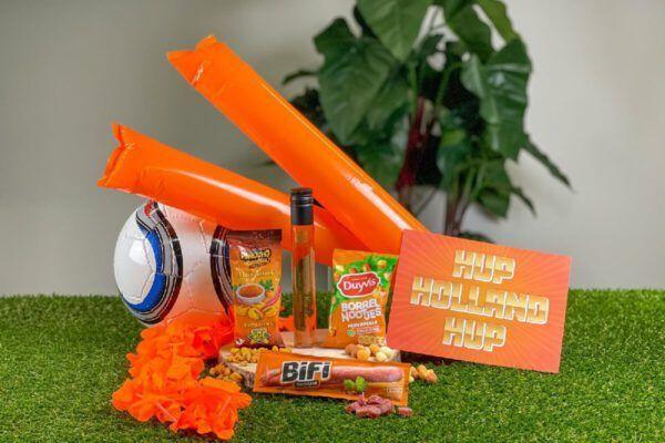 ek-borrel-box-small-borrelbox-borrelpakket-borrelen-borrelboxbestellen-voetbal-brievenbusdoosje-ekgeschenk-geschenk-personeelsgeschenk-speelschema