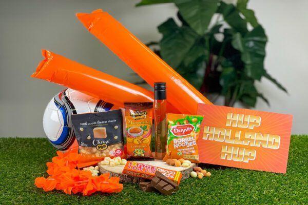 ek-borrelpakket-medium-borrelbox-voetbal-oranje-borrelen-brievenbusdoosje-ekgeschenk-geschenkbox-wedstrijd-online-hup-holland